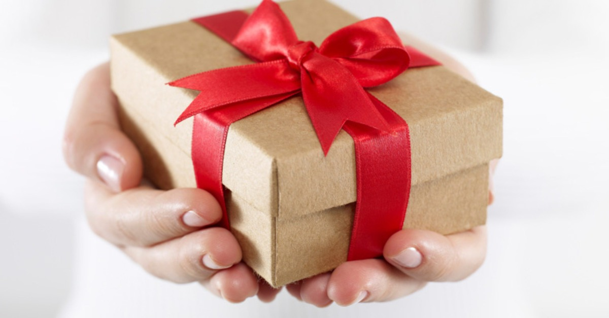 Фото подарка в руке